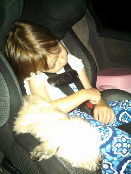 2014-08-08-gracie-and-her-new-sister-ryleigh-on-the-car-ride-home